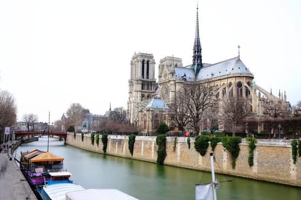 19 место. Собор Нотр-Дам в Париже, который представляет собой шедевр готической архитектуры, ежегодно посещают 14 миллионов человек.