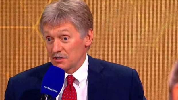 Песков объяснил миграцию российских ученых