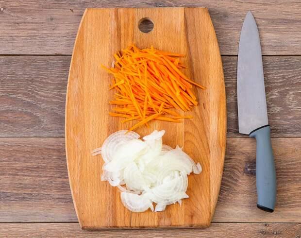 """""""Магниту"""" и """"Пятерочке"""" грозят штрафы за завышенные цены на лук и морковь"""