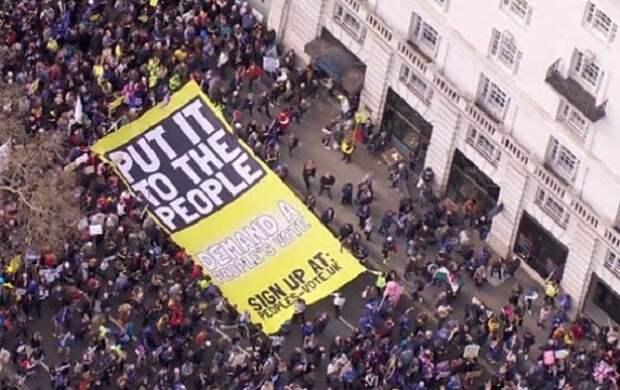 В Лондоне проходит массовый митинг за повторный референдум по Brexit