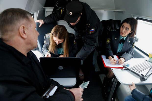 Судебные приставы копят компромат на водителей-должников