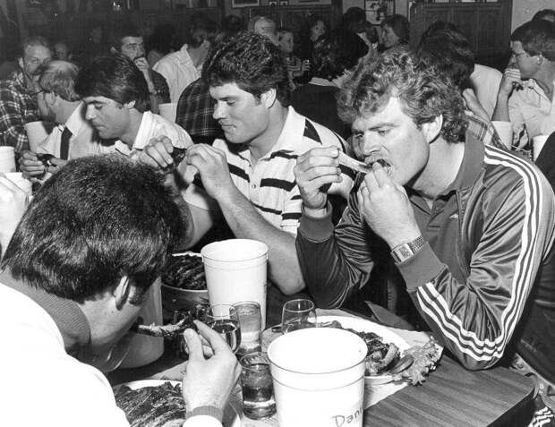 1915-1987 годы: Конкурсы по скоростному поеданию пищи