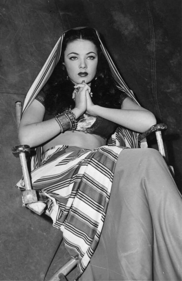 """Джин Тирни на съемках драмы """"Закат"""", 1941 год."""