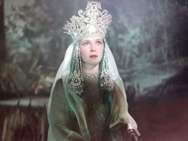 Нинель Мышкова в образе Ильмень-царевны. *Садко*, 1952