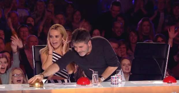 Этот судья не задумываясь нажал на золотую кнопку. Но ты только посмотри, КТО выступал на сцене!