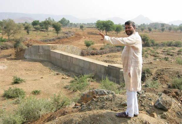 Раджендра Сингх строит полудамбы и джохады.