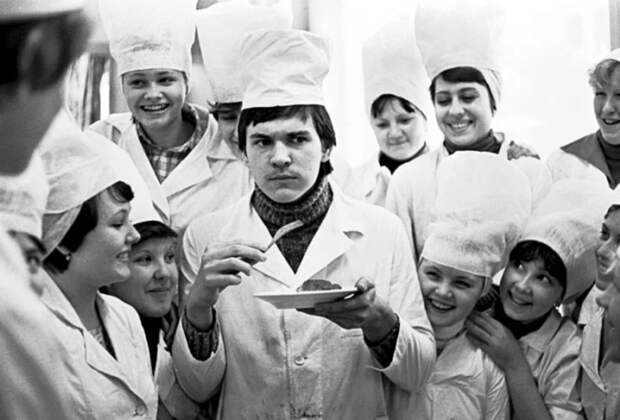 9 фото Владимира Ролова о советской жизни