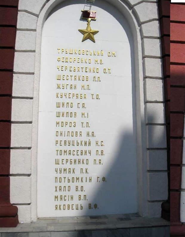 Мемориал героев на Театральной площади Одессы