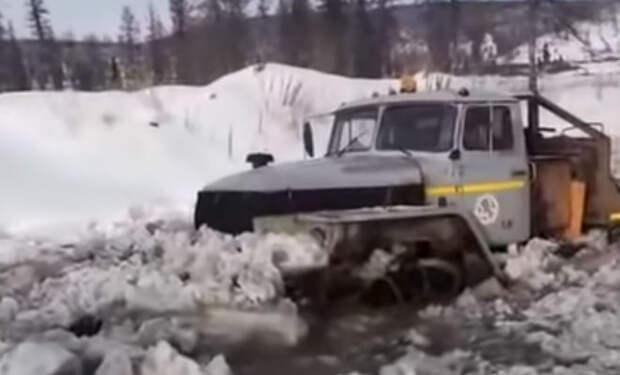 Урал 6х6: вездеход пробивается через непроходимый сибирский зимник