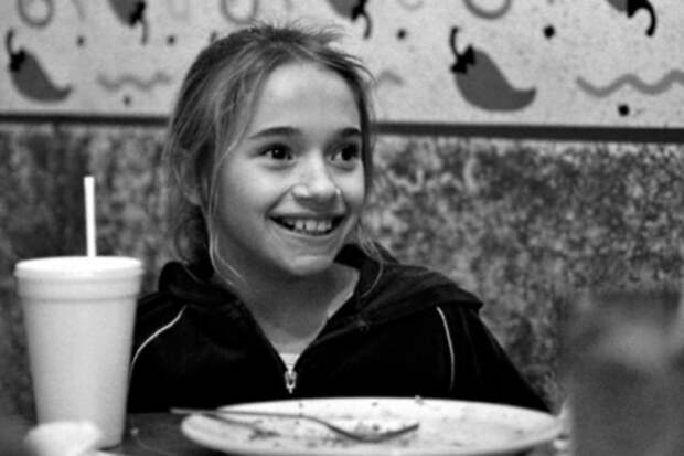 Пара удочерила 9-летнюю сироту, несмотря на шокирующую правду о ее прошлом