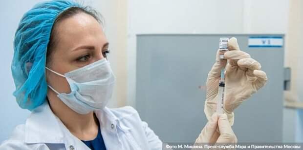 Москва постоянно расширяет список категорий людей, которые могут записаться на прививку от COVID-19