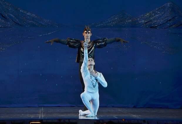 Два ведущих артиста театра оперы и балета получили звание «Заслуженный артист Российской Федерации»