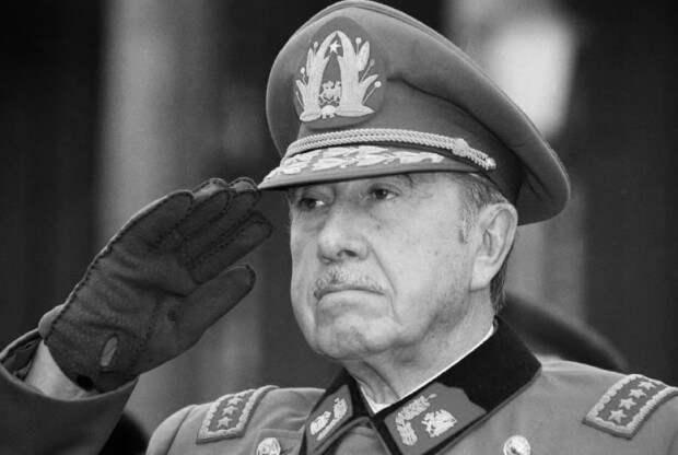 Диктатор Аугусто Пиночет
