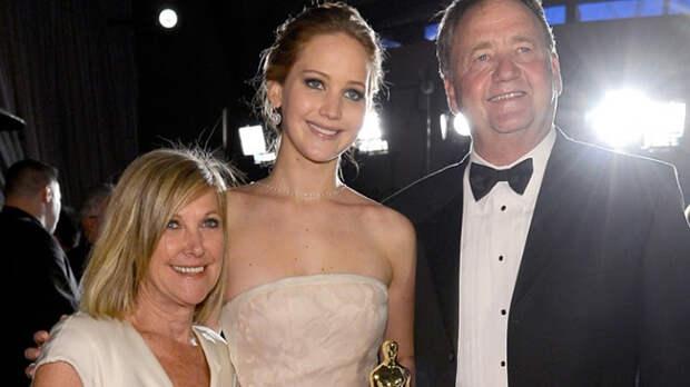 Знаменитости, которые до сих пор живут с родителями
