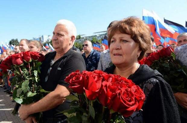 В Донецке увековечили память героя Русской весны