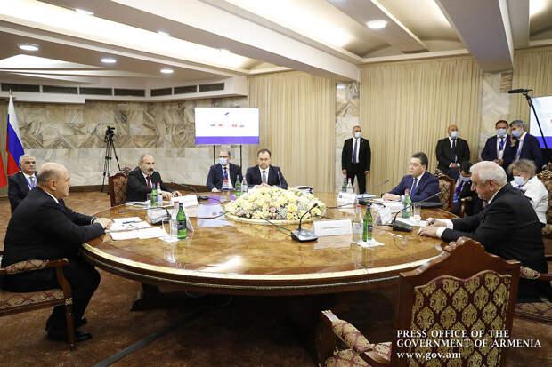 Пашинян заявил о готовности Армении к переговорам по Карабаху