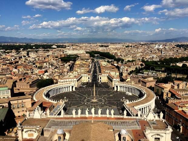 Папа римский назначил женщин в курирующий финансы Ватикана совет