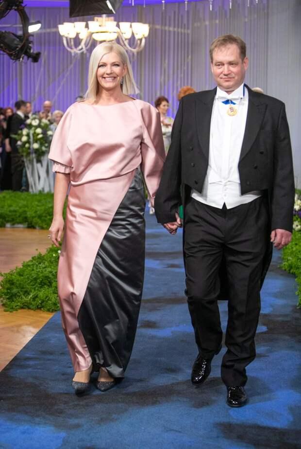 Топ-10 самых неудачных нарядов гостей президентского приема