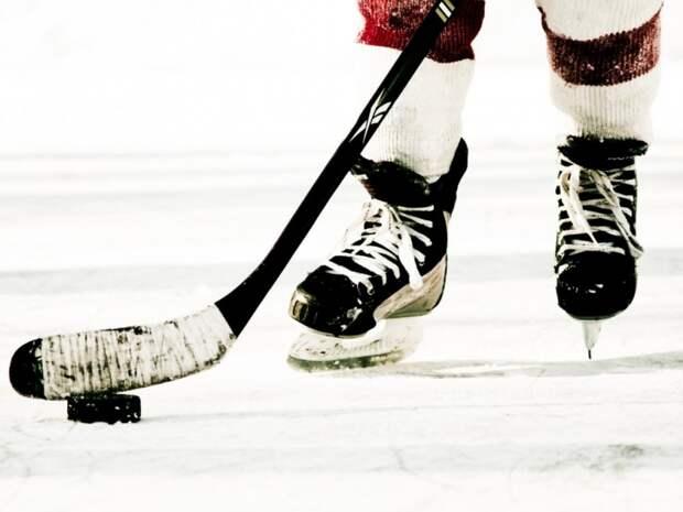 Севастопольские хоккеисты отметили праздник на льду