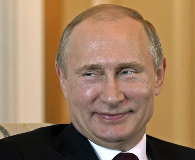 Путина опять обвиняют. На этот раз в сексизме