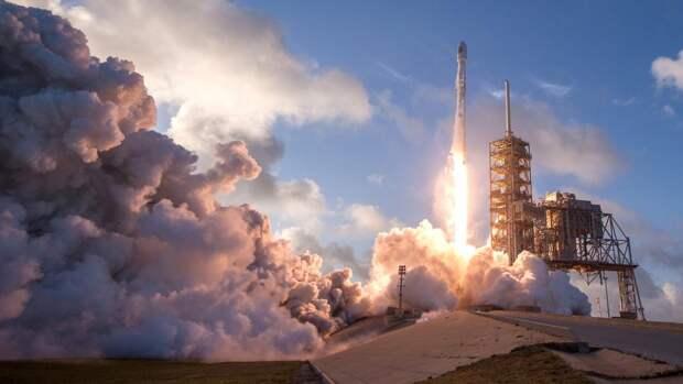 Запуск ракеты Falcon 9 SpaceX у побережья Флориды
