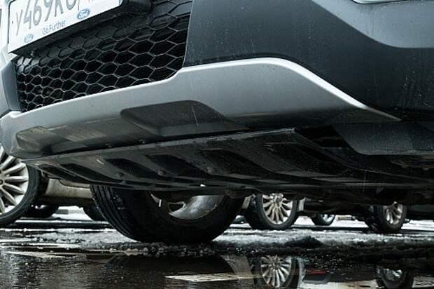 Передний бампер теперь установлен выше от земли, что позволило улучшить геометрическую проходимость.