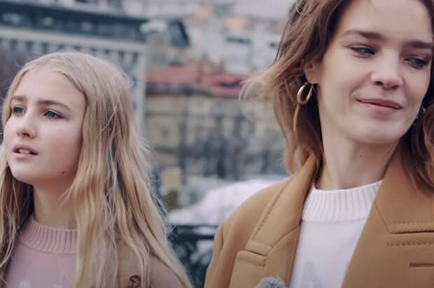 """Наталья Водянова с дочерью Невой в шоу """"Русские каникулы"""""""