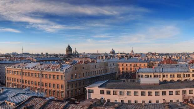 Петербург украсили граффити в честь медицинских работников