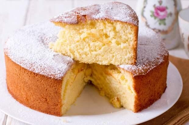 Чтобы бисквит получился воздушным и сухим, достаточно добавить немного кукурузного крахмала / Фото: passerovka.ru