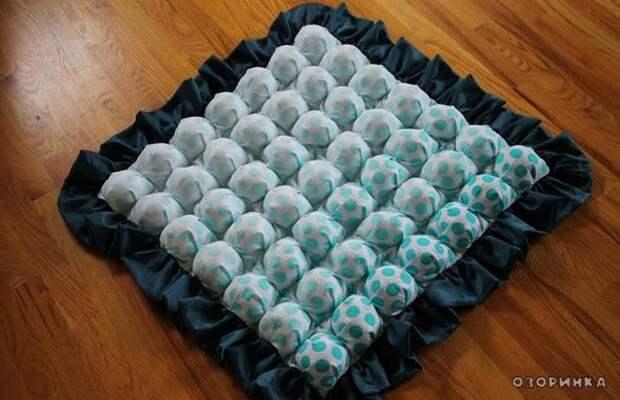 обьемное голубое одеяло из лоскутков
