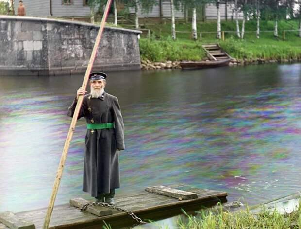 Пинкхус Карлински – 84 года, 66 из которых он отдал службе в армии. Контролер шлюзовых ворот Чернигова, которые являются частью системы Мариинских каналов. Фото сделано в 1909 году. (Prokudin-Gorskii Collection/LOC) империя., путешествия, цветное фото