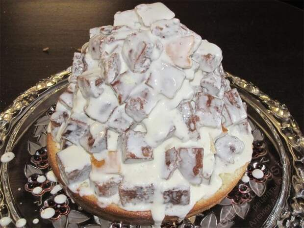 Полить ее сверху теплой глазурью. пошаговое фото этапа приготовления торта Графские развалины