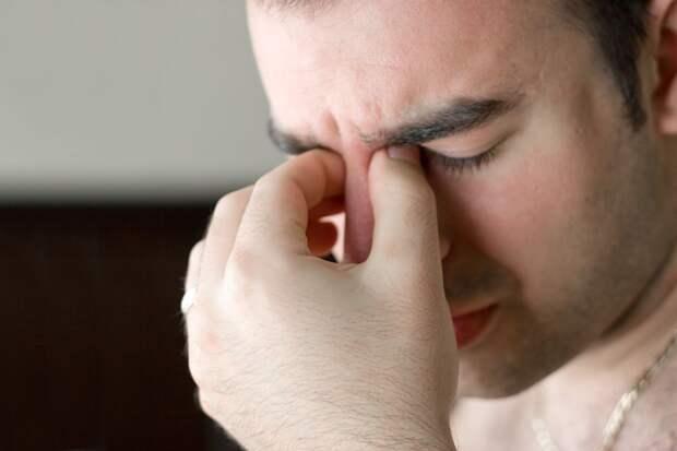 Почему в глазах иногда темнеет? Отвечает терапевт