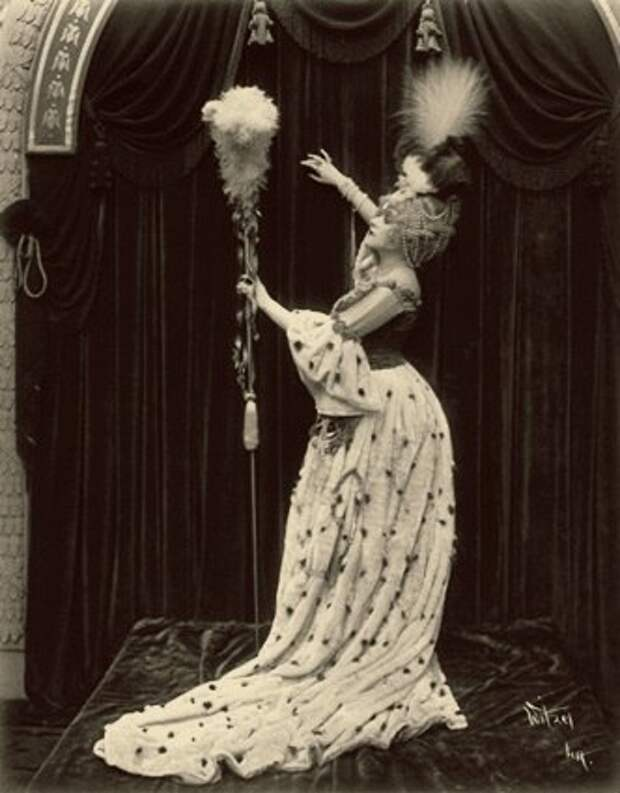 "Теда Бара в фильме ""Мадам Дю Барри"" (1917)"