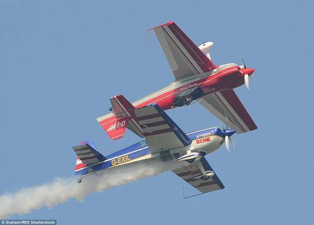 Авиашоу винтажных военных самолётов в Йоркшире
