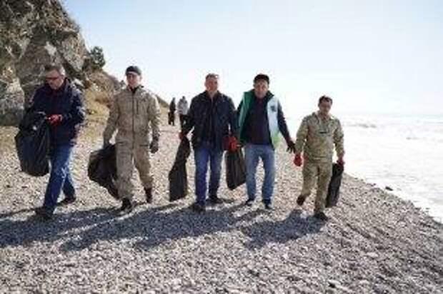 В посёлке Листвянка Иркутского района состоялся субботник