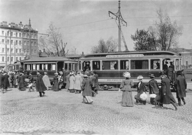 Петербургский трамвай у Балтийского вокзала.Фотоателье Буллы. 1908 г.