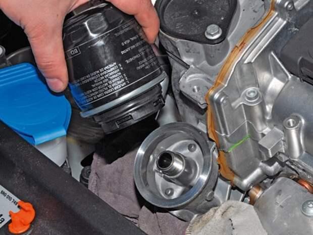 Замена масла в двигателе и масляного фильтра Volkswagen Polo седана