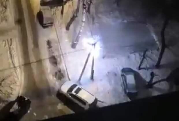 В Уфе заискривший столб электропередач напугал жителей: четыре дома остались без света