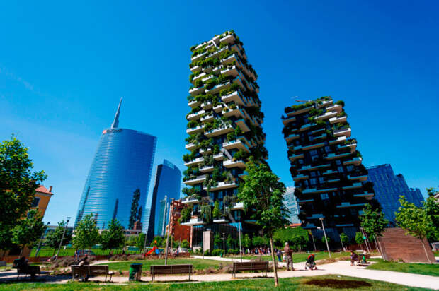 Буйная зелень на фасаде «Bosco Verticale» украшает весь район Porta Nuova (Милан). | Фото: weekend.rambler.ru.