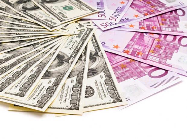 Разворот на 180 градусов: евро перехватил инициативу у доллара
