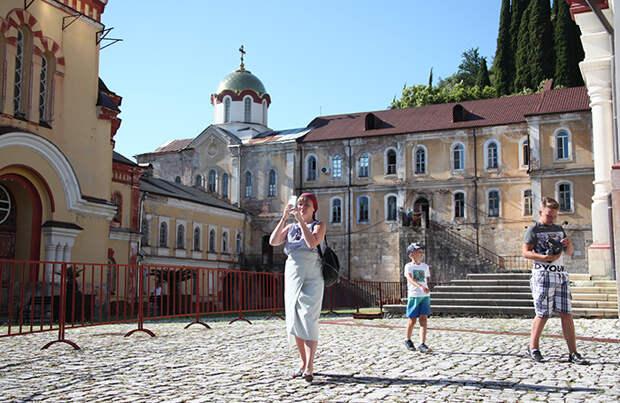 Правительство Абхазии: туристам из России не нужно сдавать тест на COVID-19