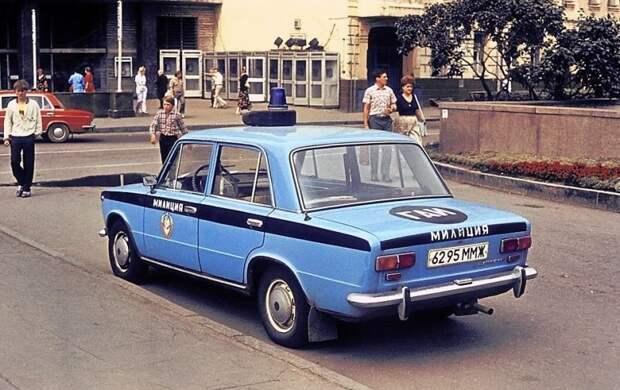 Как водится строгость советских законов компенсировалась необязательностью их исполнения. Примеров тому множество СССР, авто, автоистория, гибдд, ливрея, полицейский автомобилиь, полиция