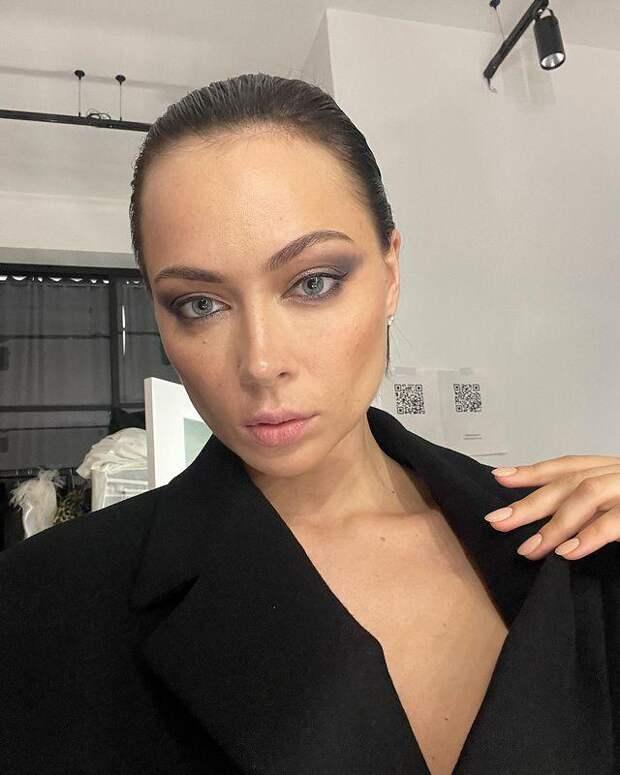 Настасья Самбурская напомнила поклонникам о своем возрасте и попросила эйджистов воздержаться от критики ее внешности