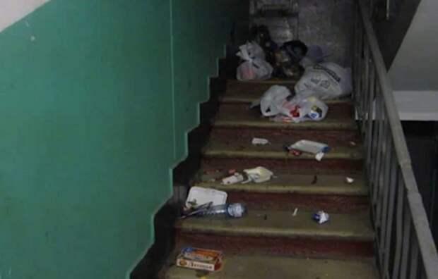 Совет: как отучить соседей выставлять мусор на лестницу...