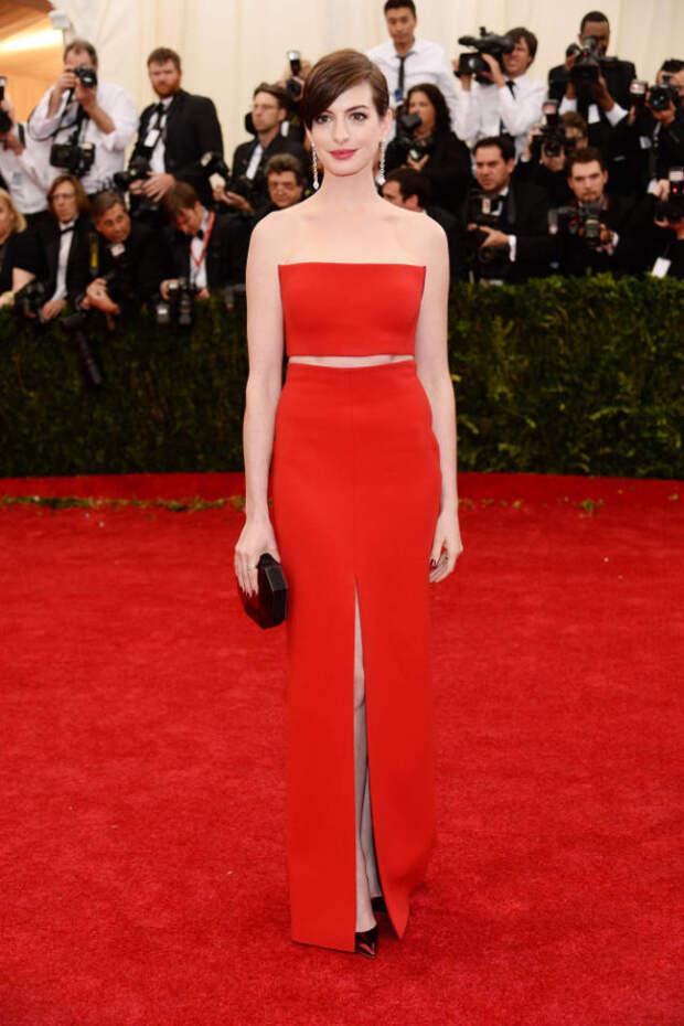 Anne Hathaway red dress