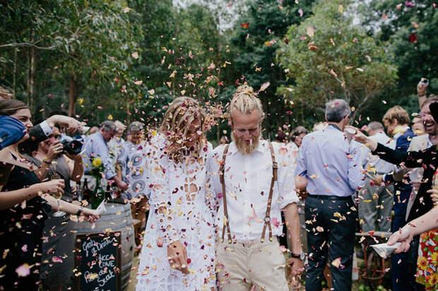Босиком на сеновал: такую свадьбу вы захотите летом