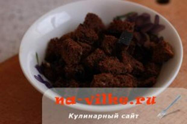 Бульон с омлетом и сухариками