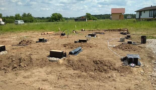 Для установки двух контейнеров фундамент нужен в обязательном порядке. | Фото: pro-remont.mediasalt.ru.