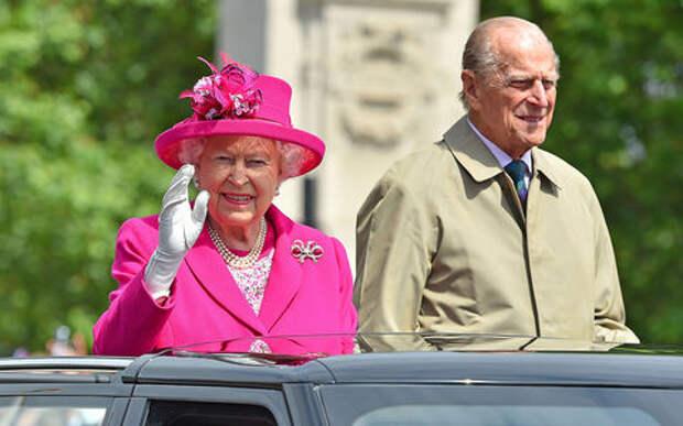 Муж королевы Великобритании решил отказаться от своих прав